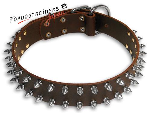 スパイク付き革の犬用首輪(茶色)